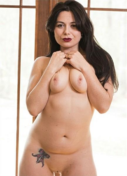 Siouxsie Q. Bodyshot