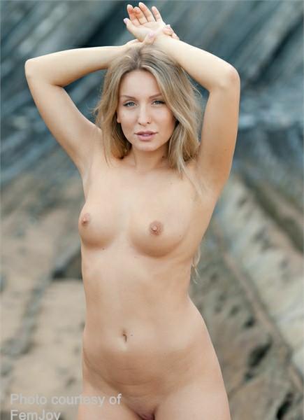 Whitney Conroy Bodyshot