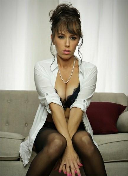 Alana Cruise Bodyshot