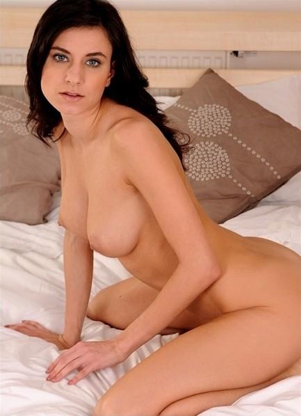 Gabi De Castello Bodyshot