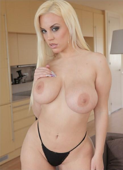 Blondie Fesser Bodyshot