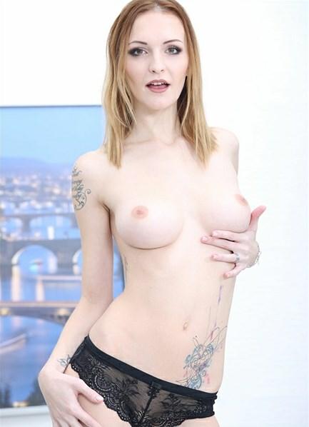Belle Claire Bodyshot
