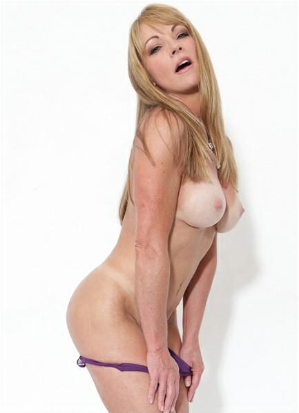Shayla LaVeaux Bodyshot