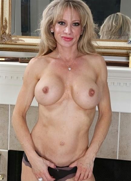 Raquel Sultra Bodyshot
