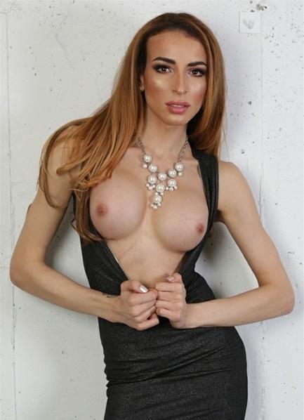 Savannah Thorne Bodyshot