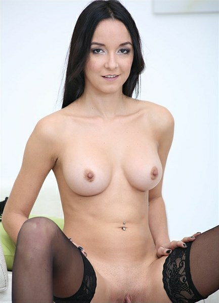 Francys Belle Bodyshot