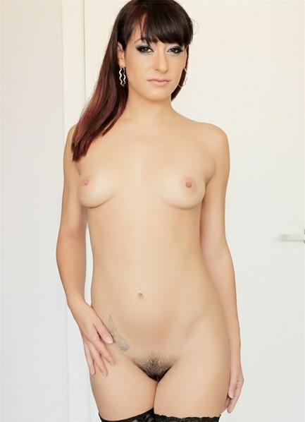 Lucia Nieto Bodyshot
