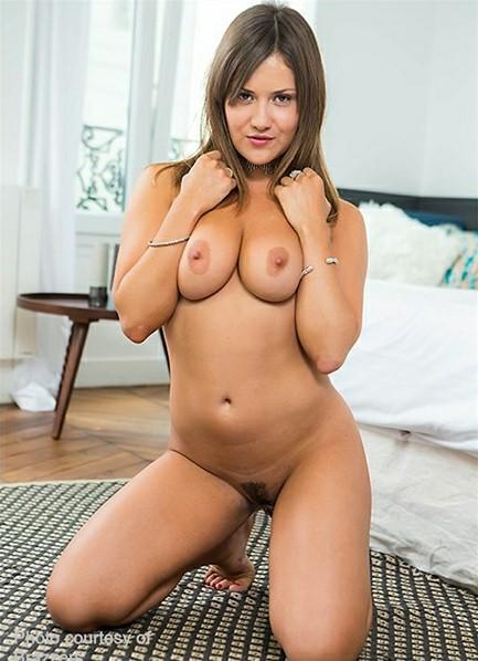 Mina Sauvage Bodyshot