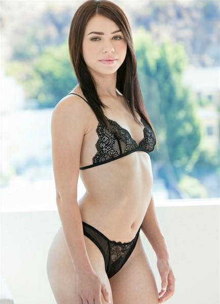 Lucie Cline Bodyshot