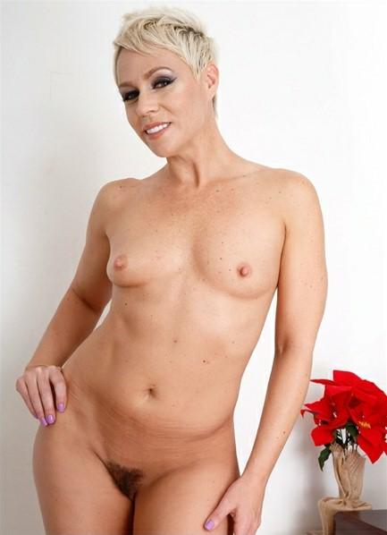 Helena Locke Bodyshot