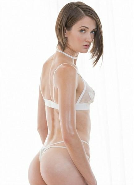 Zoe Sparx Bodyshot