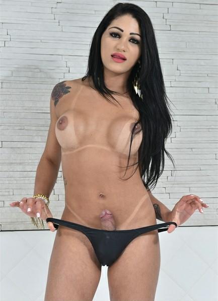 Larissa Albuquerque Bodyshot