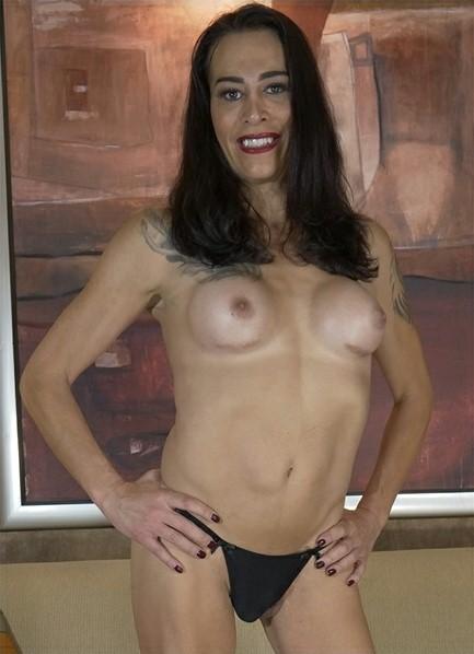 Kristen Kraves Bodyshot