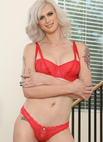 Kellie Shaw Bodyshot