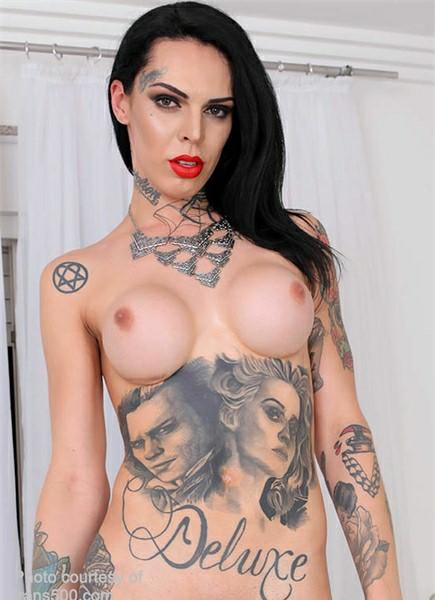 Gaby Ink Bodyshot