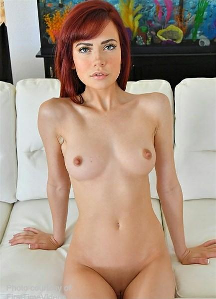 Sabina Rouge Bodyshot