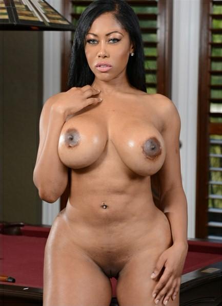 Moriah Mills Bodyshot