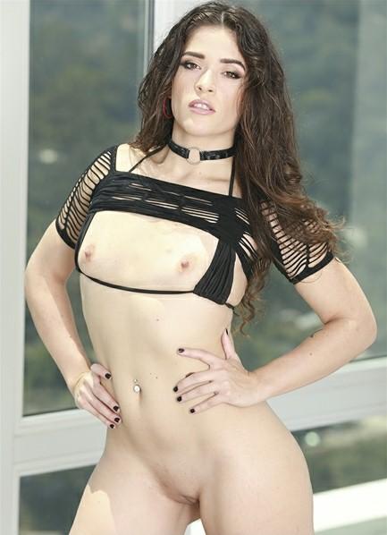 Victoria Voxxx Bodyshot