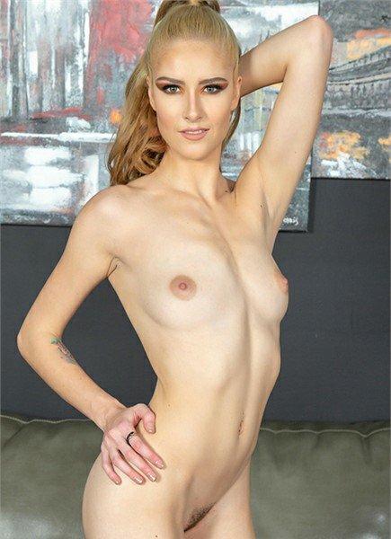 Mazzy Grace Bodyshot
