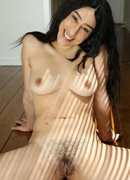 Violet Russo Bodyshot