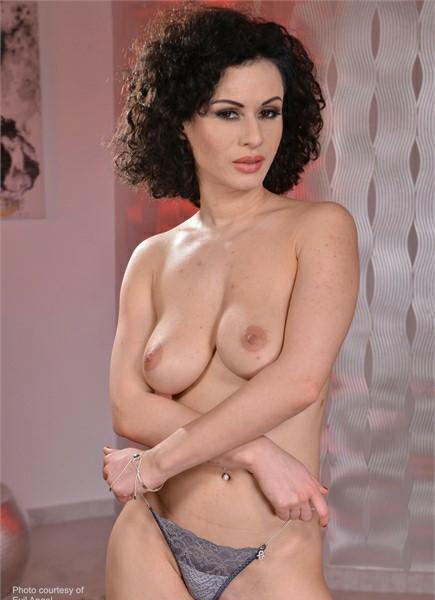 Stacy Bloom Bodyshot