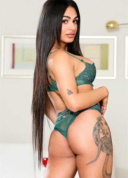 Eva Maxim Bodyshot