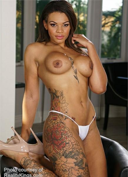 Halle Hayes Bodyshot