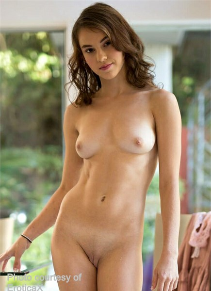 Ellie Eilish Bodyshot