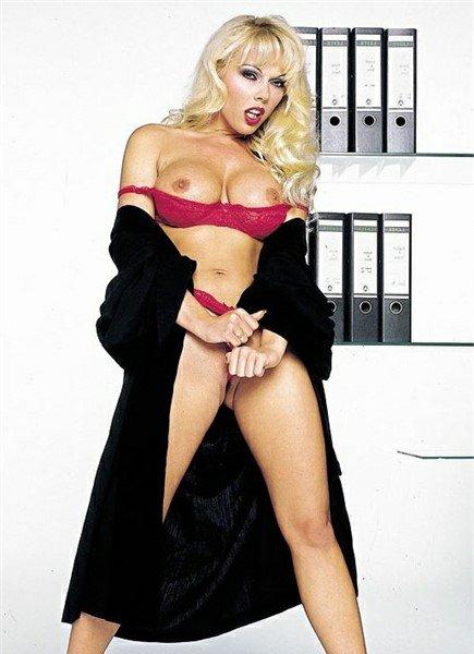 Kelly Trump Bodyshot