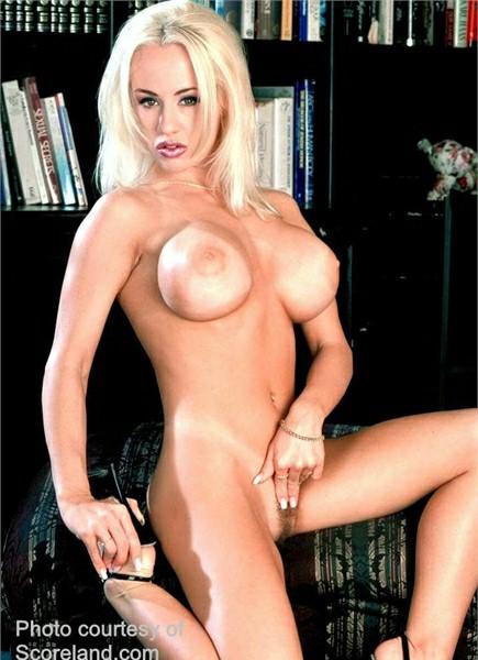 Davia Ardell Bodyshot
