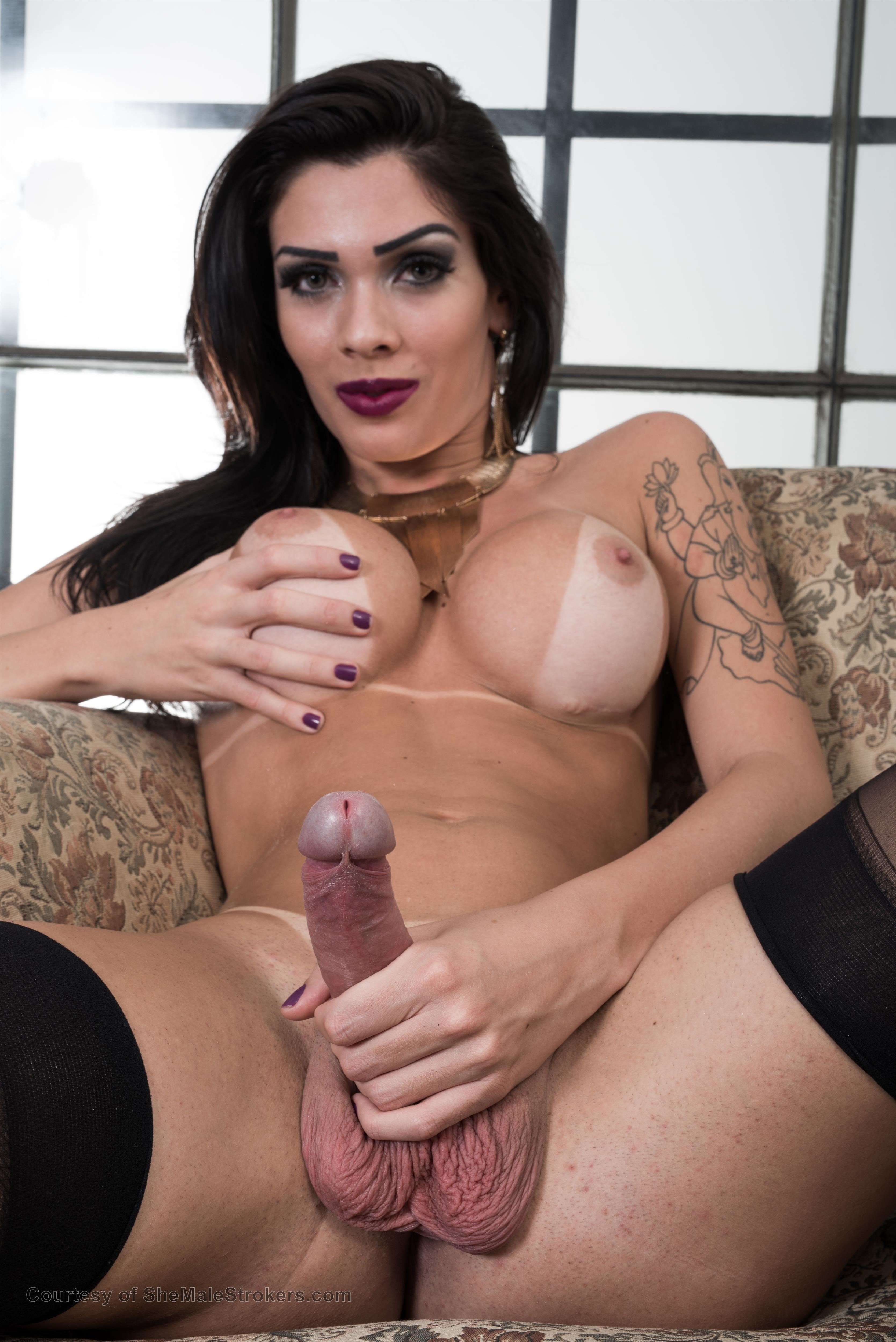 Sweet tranny tgirl squirted with his facials