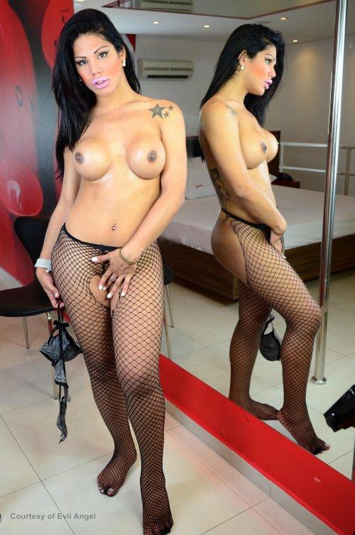 Shemale Bouncy Titties