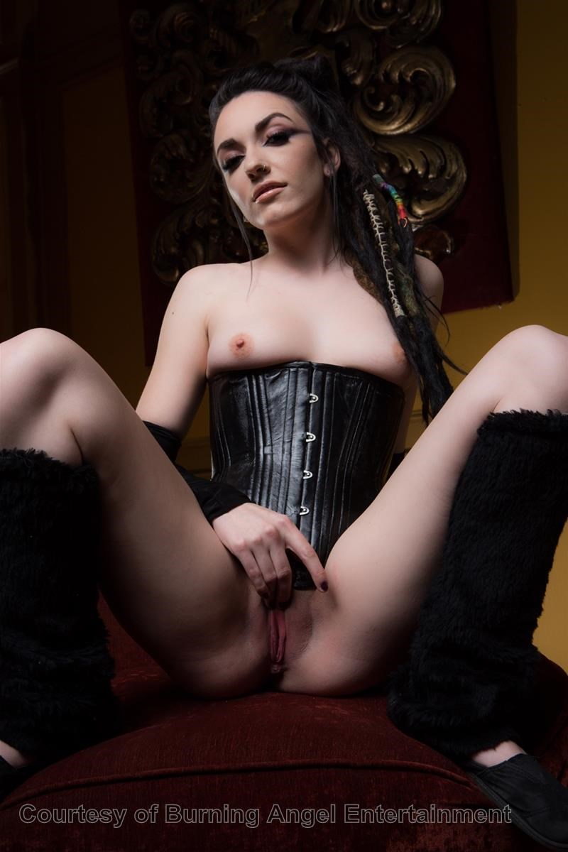 young-goths-porn-why-do-guys-enjoy-fingering-girls