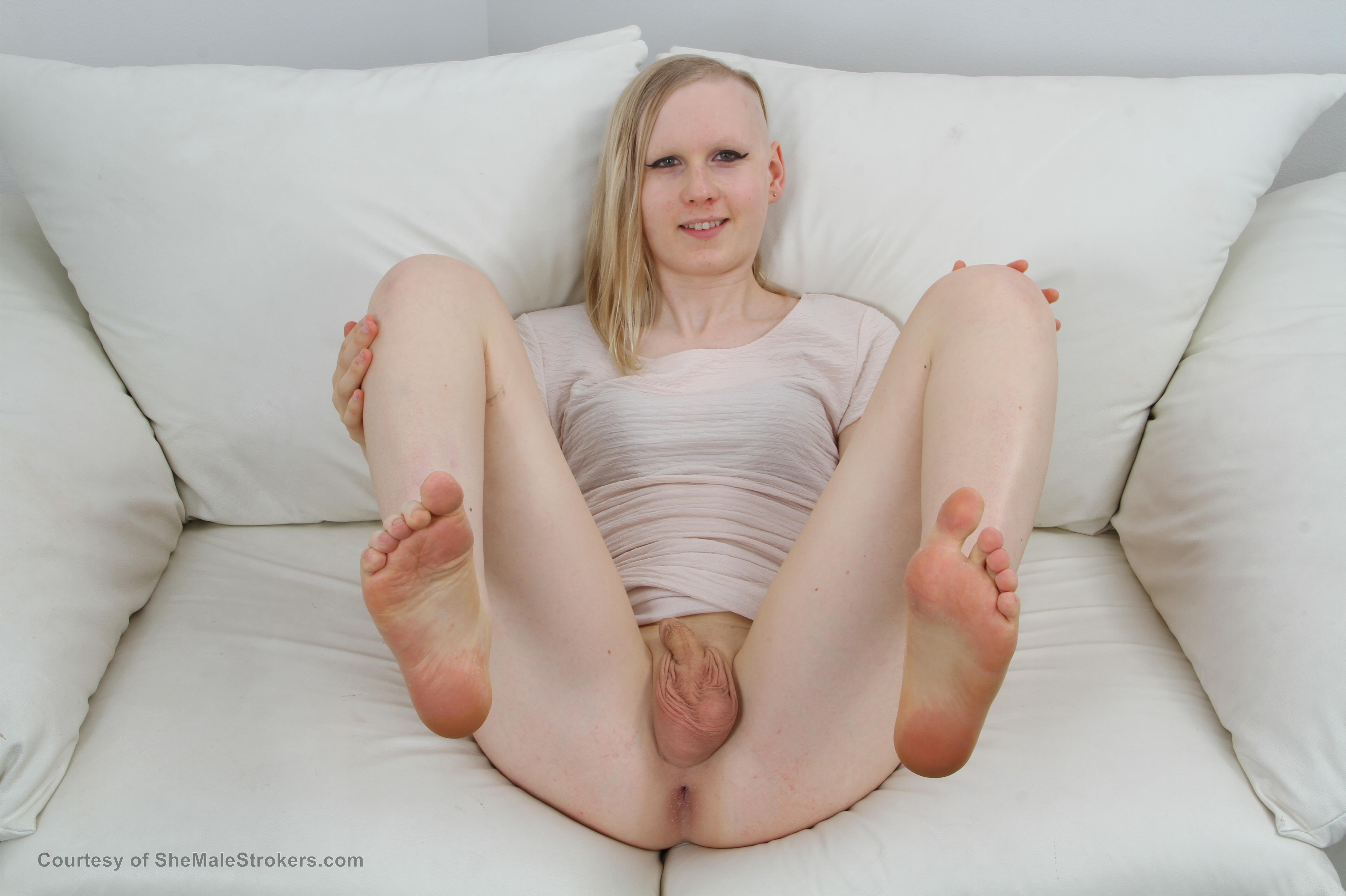 Tranny fucks cute girl
