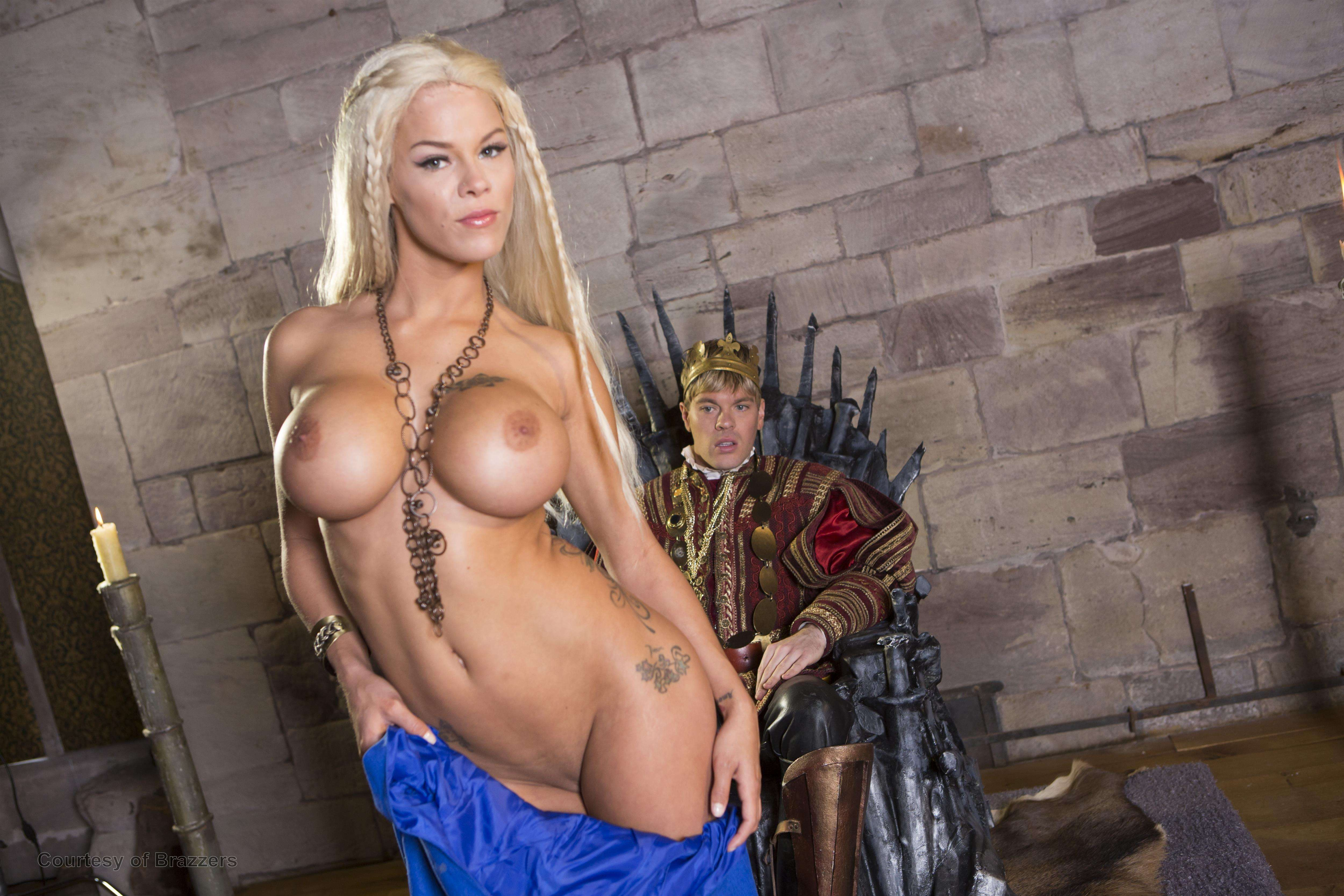 Фото игры король и королева секс жопу бутылку