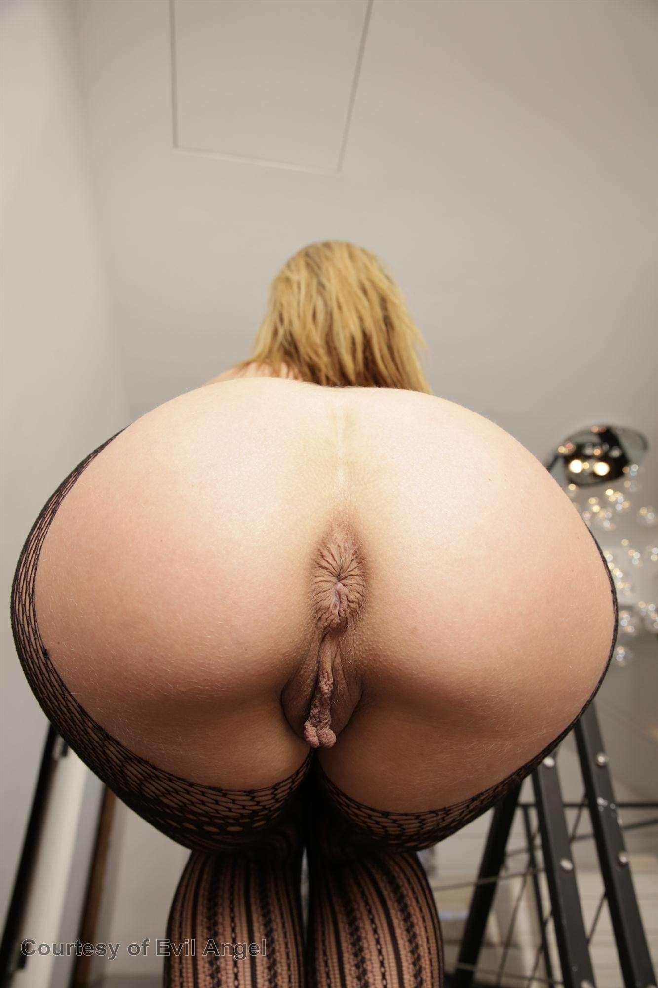 Adult gallery Hot brunette girl fuck