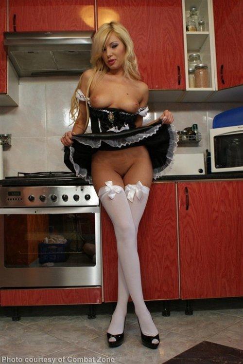 под юбками девушек чулки домохозяйка уподобляйтесь