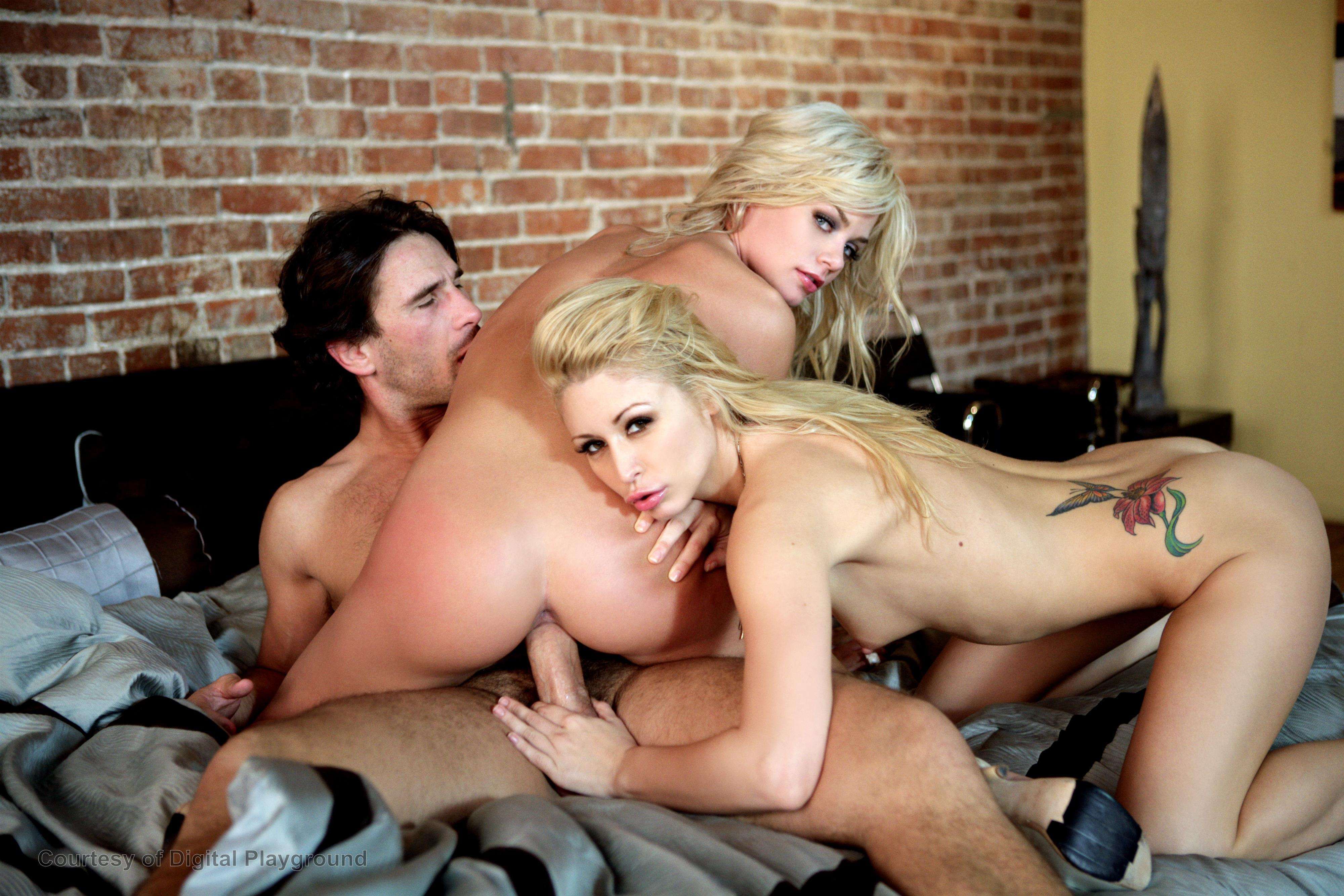 2-blondinki-i-paren-porno