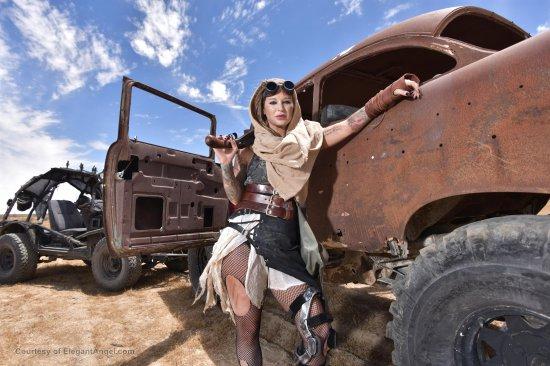 Squirtwoman: Wasteland featuring Kleio Valentien