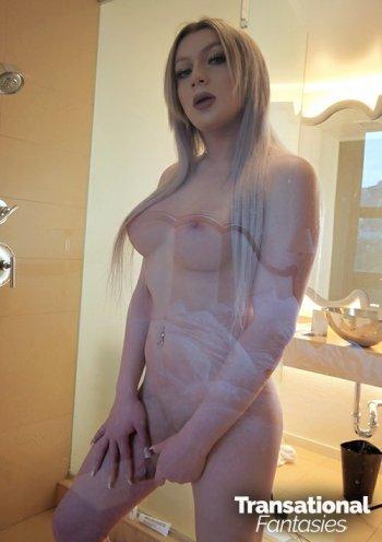 Hayley Hilton Bodyshot