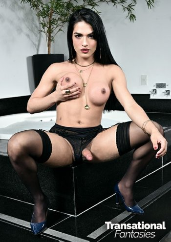 Caroline Martins Bodyshot