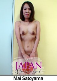Japanese Cougar on Her Knees Ready to Pleasure Porn Video
