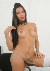 Shemale Evelliny Mouna Jerks Off at the Office Porn Video