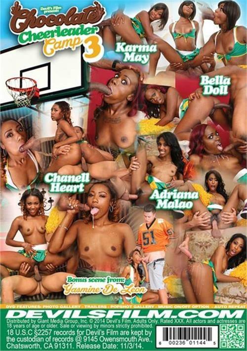 Arab naked girl showing