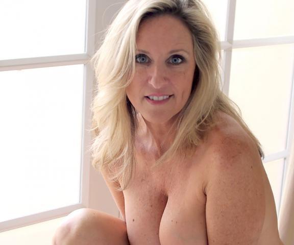 Roku Porn Background Image