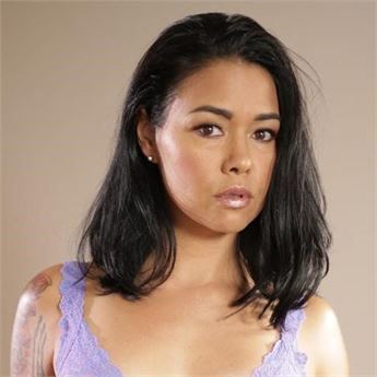 The gorgeous Dana Vespoli and the rise of family roleplay! - Read more now!